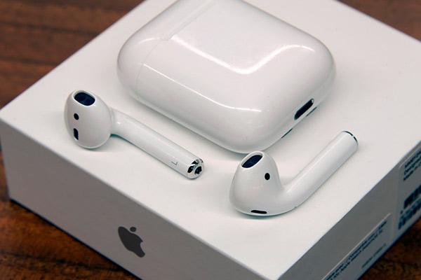 Беспроводные наушники с микрофоном Apple Airpods