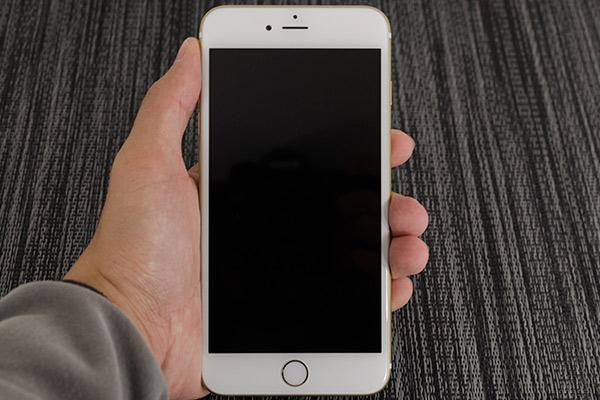 Черный экран на Айфоне: решение неисправности