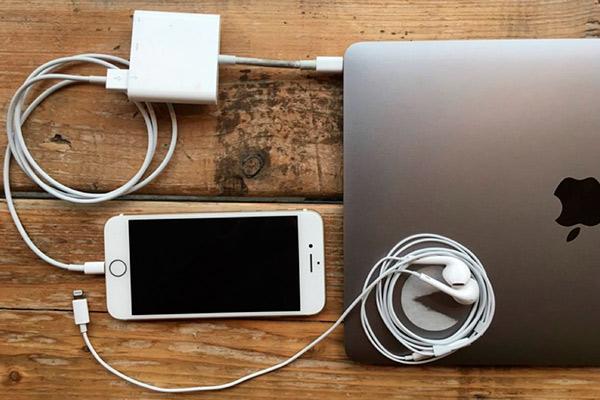 МакБук не видит Айфон через USB в чем причина