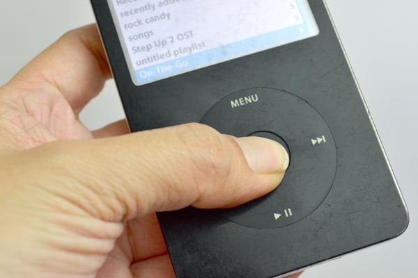 iPod не включается и не заряжается