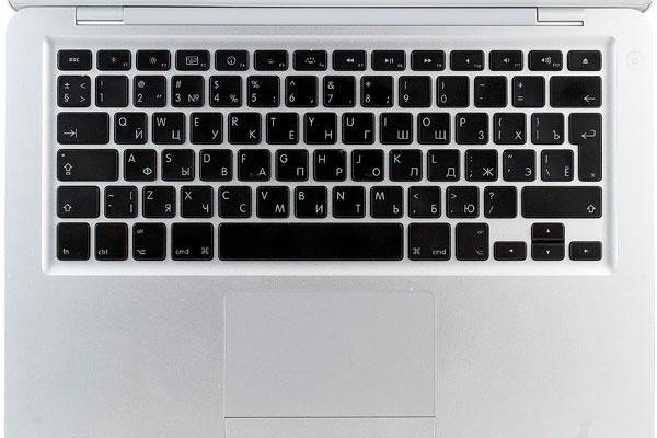Буква Е на клавиатуре компьютера Mac